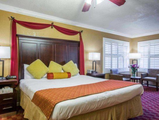 king-suite-room